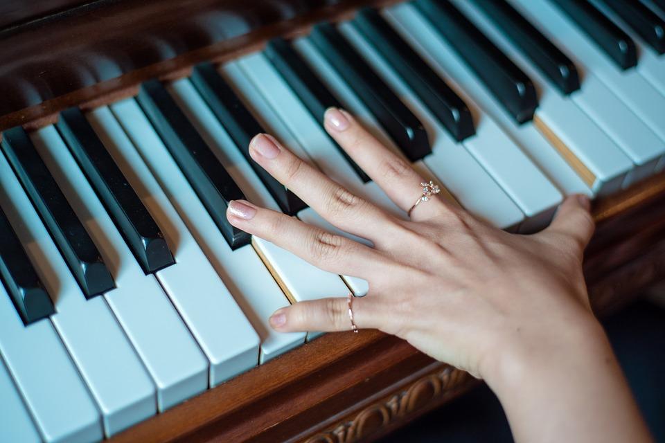 Lecțiile de pian stimulează inteligența copiilor