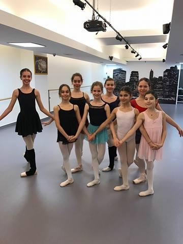 """""""QUEENS"""", cadoul Ballet Art oferit cu ocazia Sărbătorilor Pascale!"""