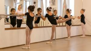 Elevii Ballet Art au început cursurile