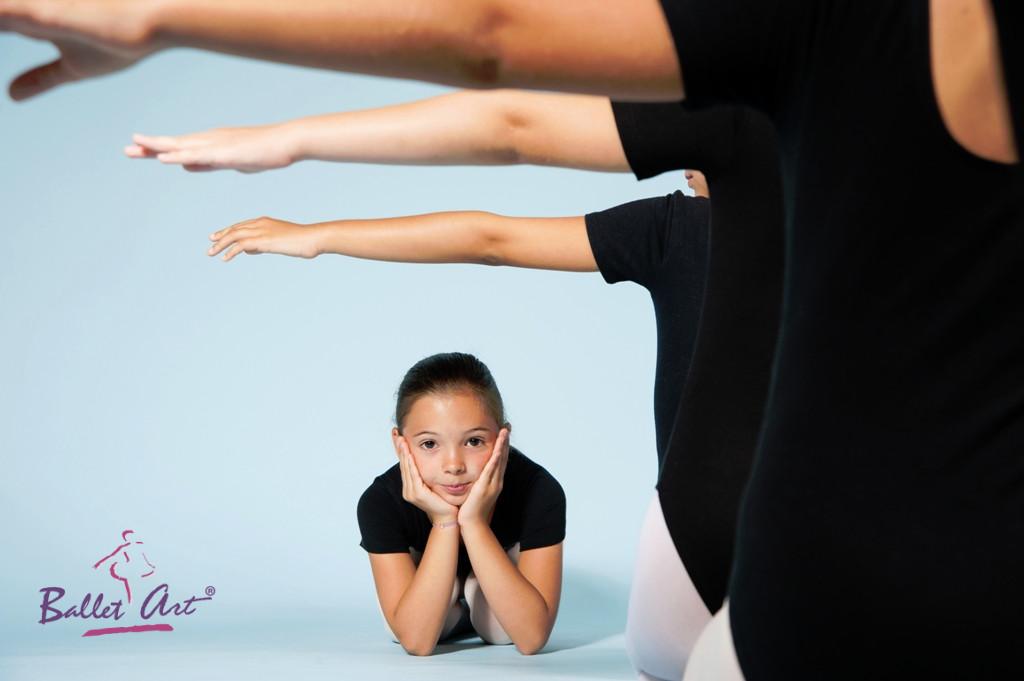 Ballet Art continuă lecțiile online de stretching, contemporan și balet