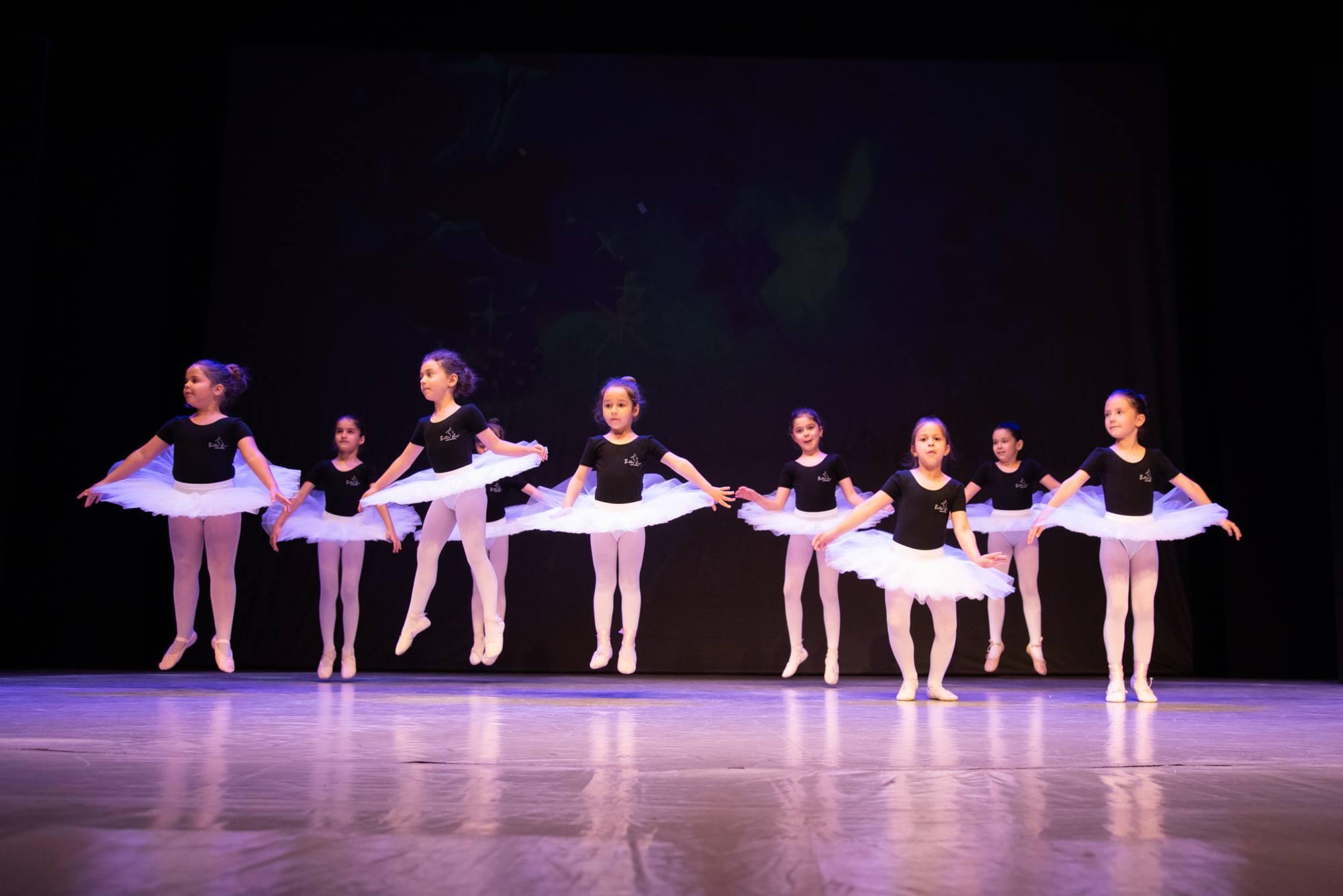 """""""Mes Petites Lunes"""", un spectacol în care elevii Ballet Art au arătat cât de mult le-a lipsit scena!"""