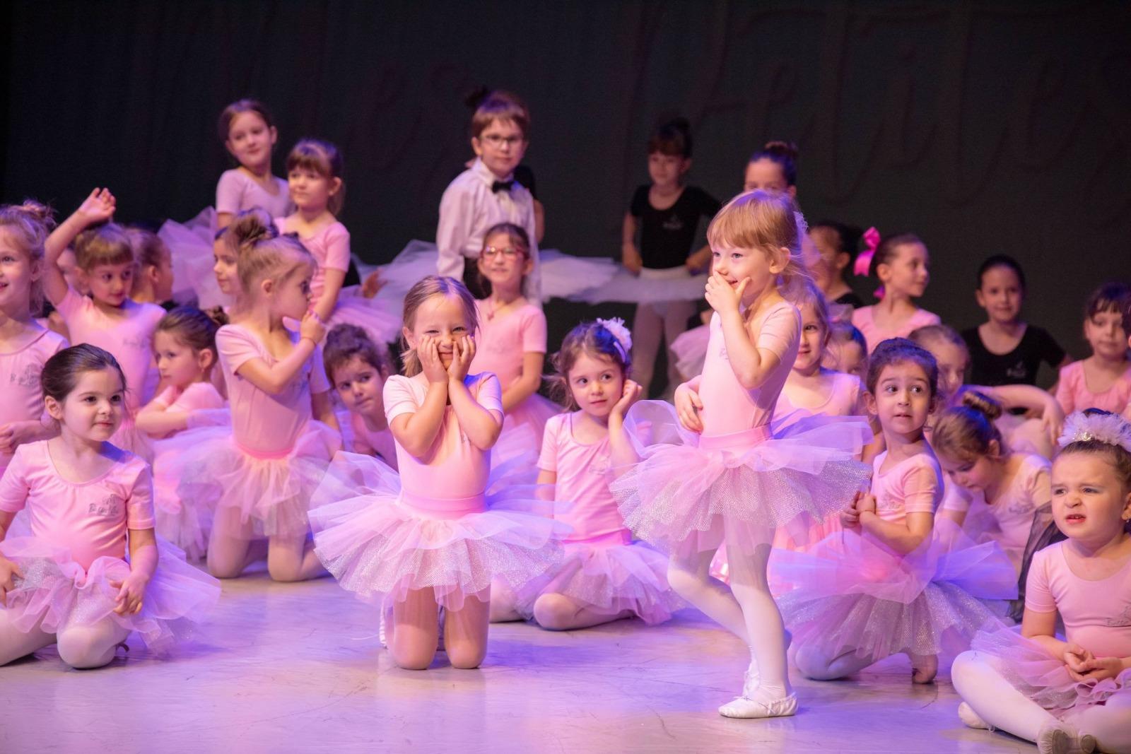 """Academia de Dans """"Ballet Art"""" a început înscrierile pentru lecții de balet și pian"""